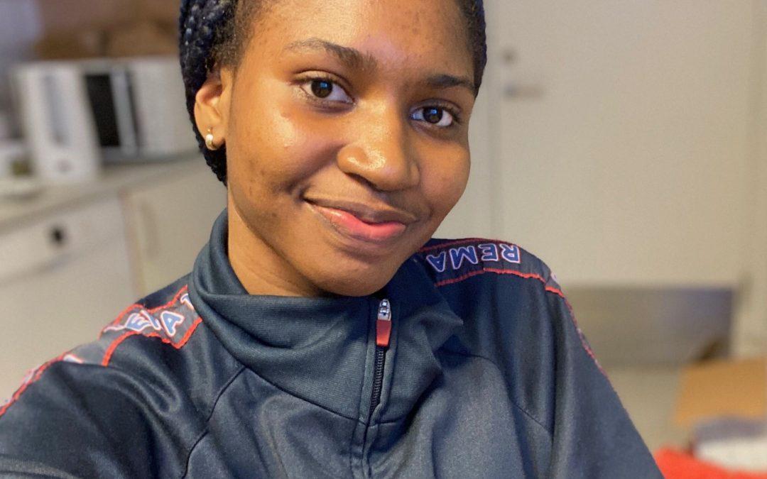 Mød Miracle på 17 år: ungarbejder i REMA 1000 og klar med sprit og smil